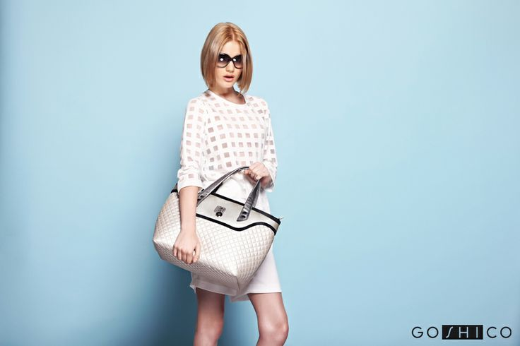 http://goshico.com/en/medium-top-handles-shoulder-coffer-bag-flowerbag-light-material.html PRICE: 98.04 €