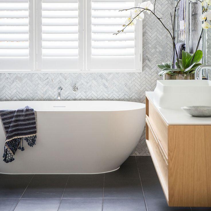 Throwback Thursday @darrenanddeanne 's bathroom in their Kew renovation.   @darrenanddeanne @nationaltiles  #TBT #tilespo