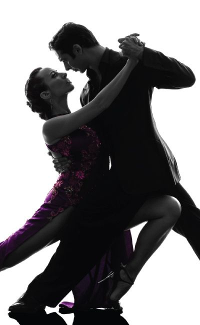Gi et gavekort på salsaleksjon for to – og la to stykker få oppleve den rytmiske, sensuelle, morsomme og noen ganger romantiske dansen som salsa er! Det finnes kurs på alle nivåer, så ingen forkunnskaper kreves