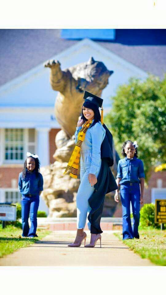Mommy daughter graduation pictures