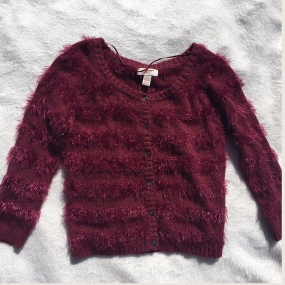 Gorgeous sparkly and furry maroon sweater (Faux fur) very soft to wear I love this sweater it's perfect. Worn only by trying on. 💥Keep in mind that all used items are final sale and non-returnable💥 Arizona Jean Company Sweaters