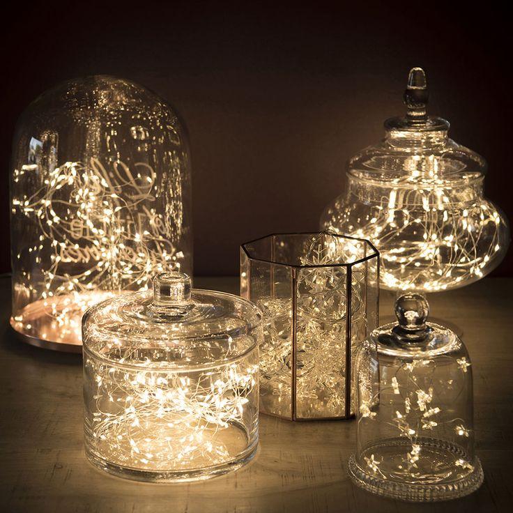 """Dieses Wetter geht ja gar nicht. Wir brauchen dringend Licht und was Süßes. Also packen wir eine Lichterkette in eine schöne Bonbonniere aus Glas und machen uns Lichterbonbons. (Bonboniere und Glasglocke aus Glas © """"""""MAISONS DU MONDE FRANCE"""")  http://landhaus-look.de/dekotipp-lichter-in-der-bonbonniere/"""