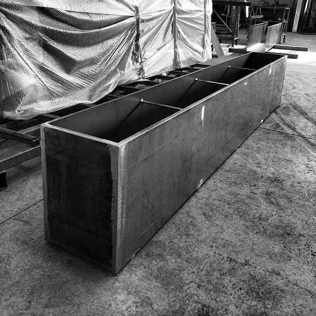 Lunghe fioriere in progress #lamiera #metallo #acciaio #corten #tagliolaser #pressopiegatura #saldatura #arredamento #architettura #progettazione #design…