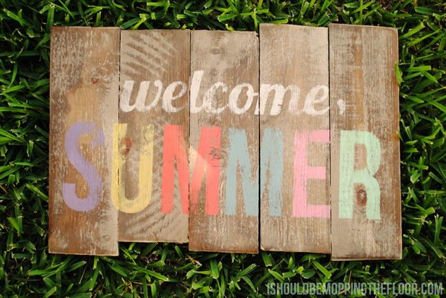 i should be mopping the floor: DIY Weathered Summer Pallet Sign