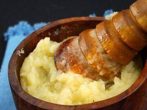 5 catei usturoi, 2 cartofi (cca 250 gr), 50 ml ule...