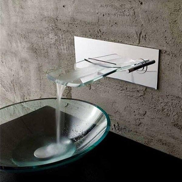 1- Uau!     A maioria das louças sanitárias são brancas, mas as cubas de vidro transparente oferecem muito requinte ao banheiro! Ainda...