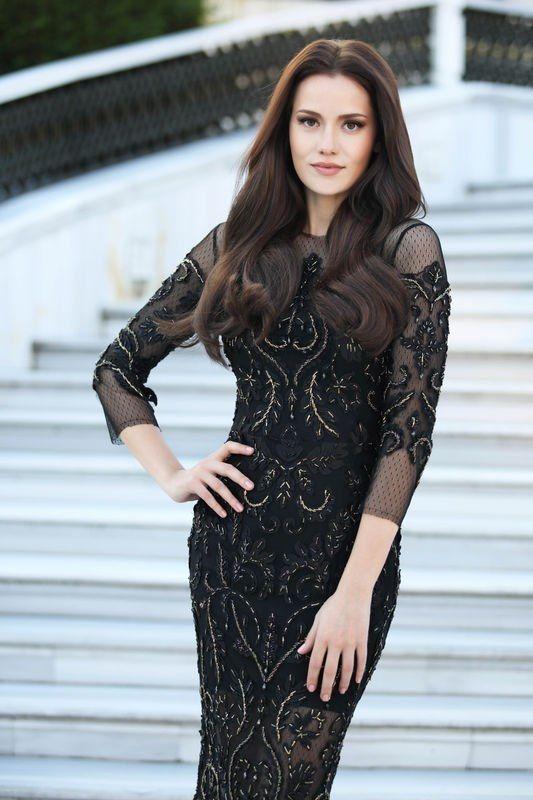 Turkish actress Fahriye Evcen