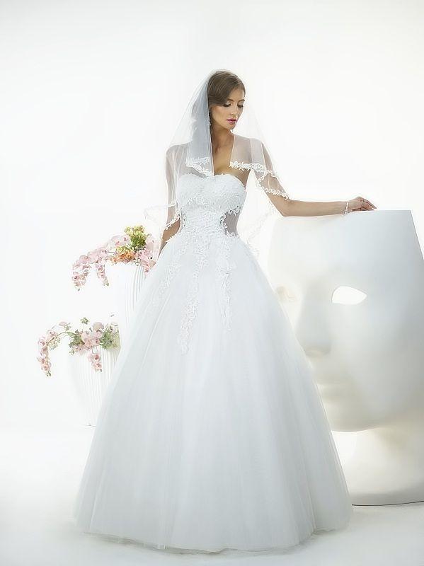 Suknia ślubna Penelope z kolekcji White Butterfly firmy Relevance Bridal. Wedding Gown Penelope from White Butterfly Collection from Relevance Bridal. #SuknieŚlubne #SukniaŚlubna #RelevanceBridal #Ślub #OdzieżDamska  #Wedding #WeddingGown #WeddingDress #Womenwear