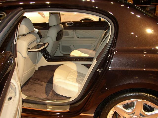 #Bentley Flying Spur >> by Saintrop.com, the Nirvanesque Cote d'Azur.