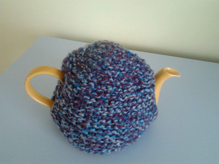 Blue / red tea pot cosy