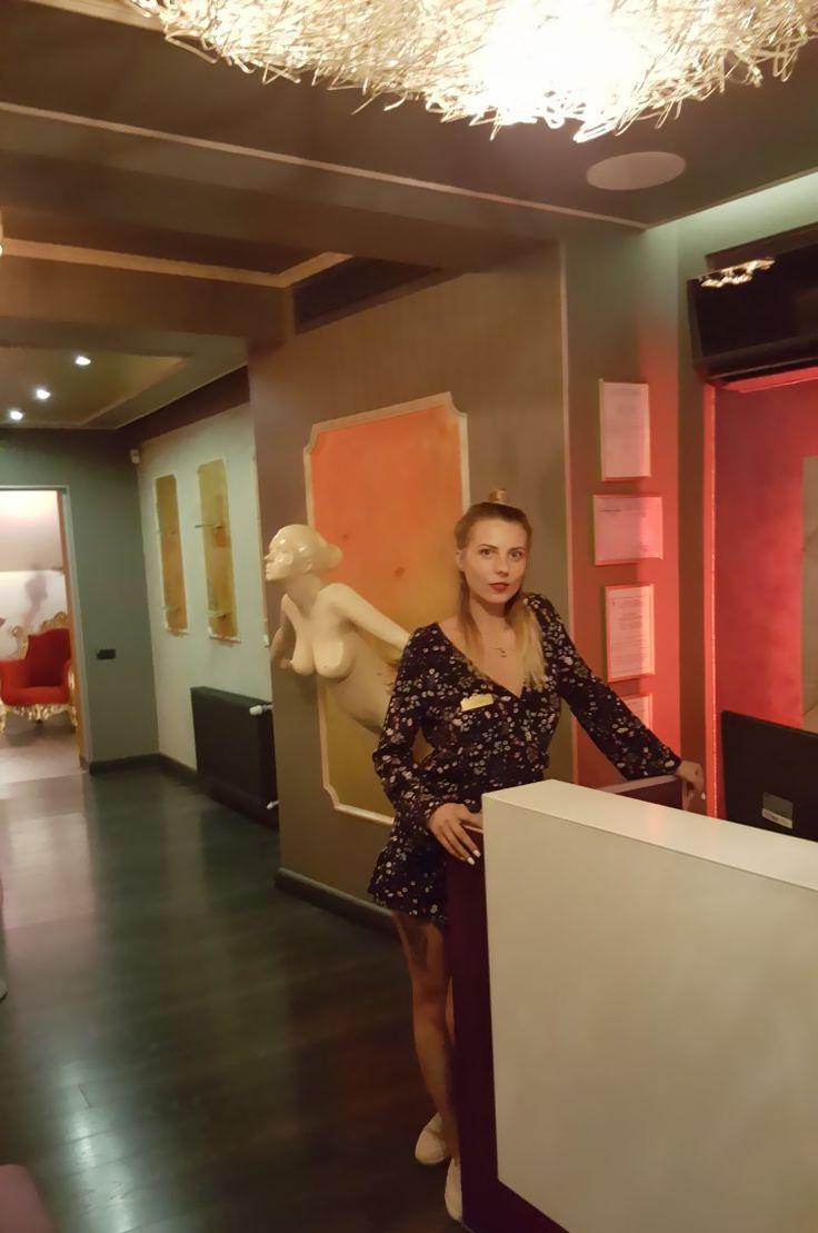 Racoreste-te in jacuzzi impreuna cu superbele maseuze de la Mon Amour Massage! Suna acum la 0732 889 966 si alege cel mai bun serviciu de masaj erotic din Bucuresti. Alina Plugaru te va intampina si indruma iar 9 domnisoare asteapta sa te rasfete intr-o oaza de liniste si placere din centrul capitalei.