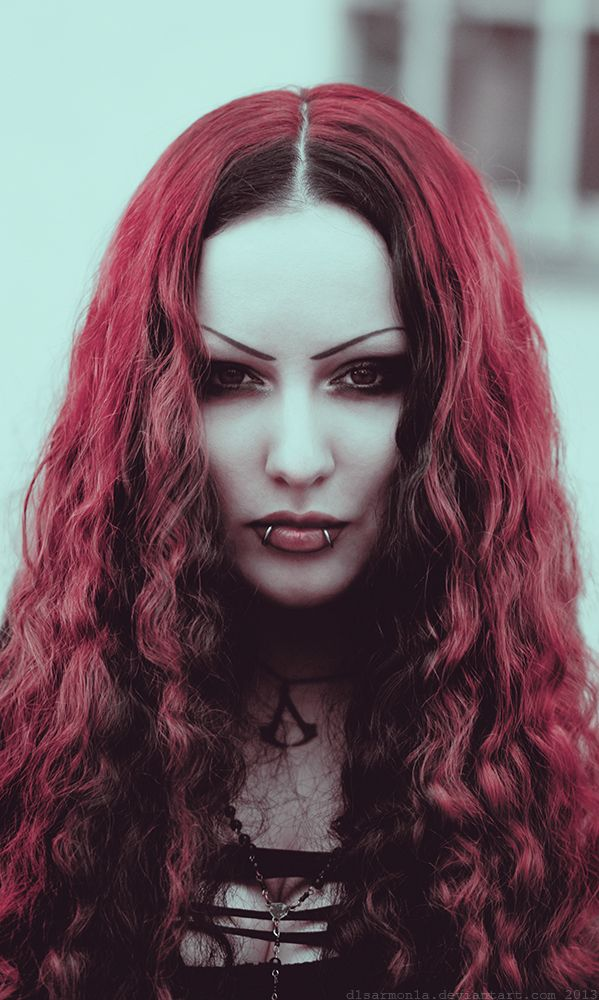 #Vampire look on #Goth girl