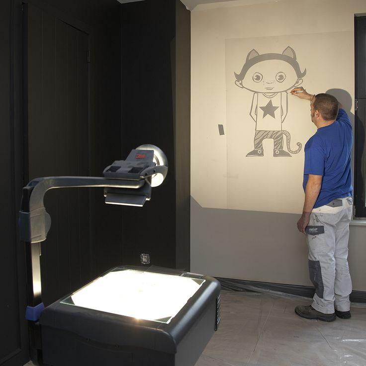 Muurschildering in de kinderkamer - tekening op de muur projecteren