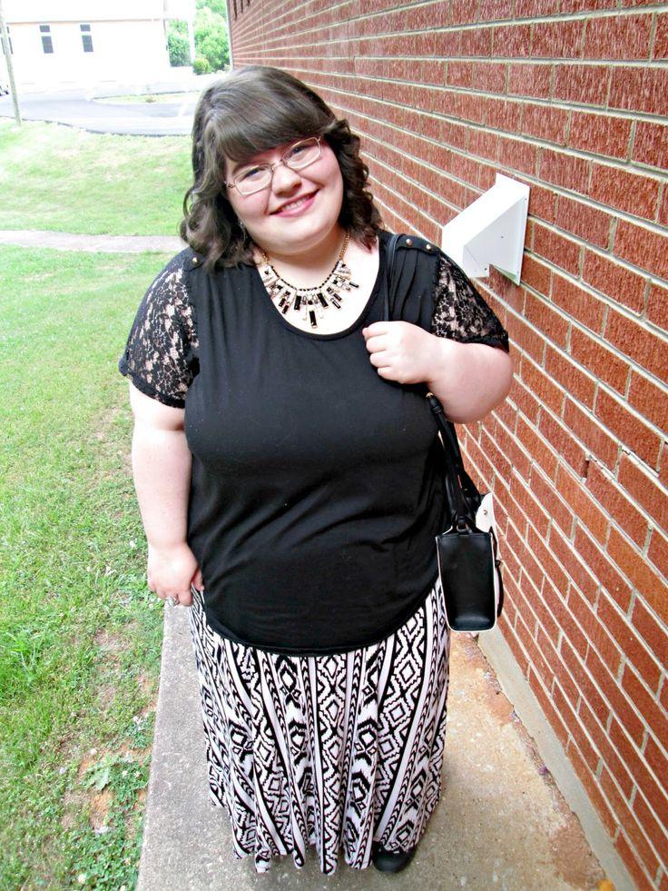 Unique Geek: Plus Size OOTD: Black & White #plussizefashionblogger #plussizeoutfit #aztecskirt #churchoutfit