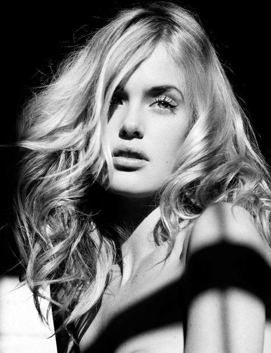 Taylor Bagley Nude Photos 27