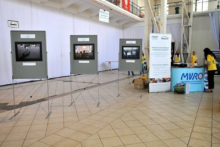 the one in the middle, second place human rights in international aid by Slovak Aid and European Commission 2014 Photography Competition