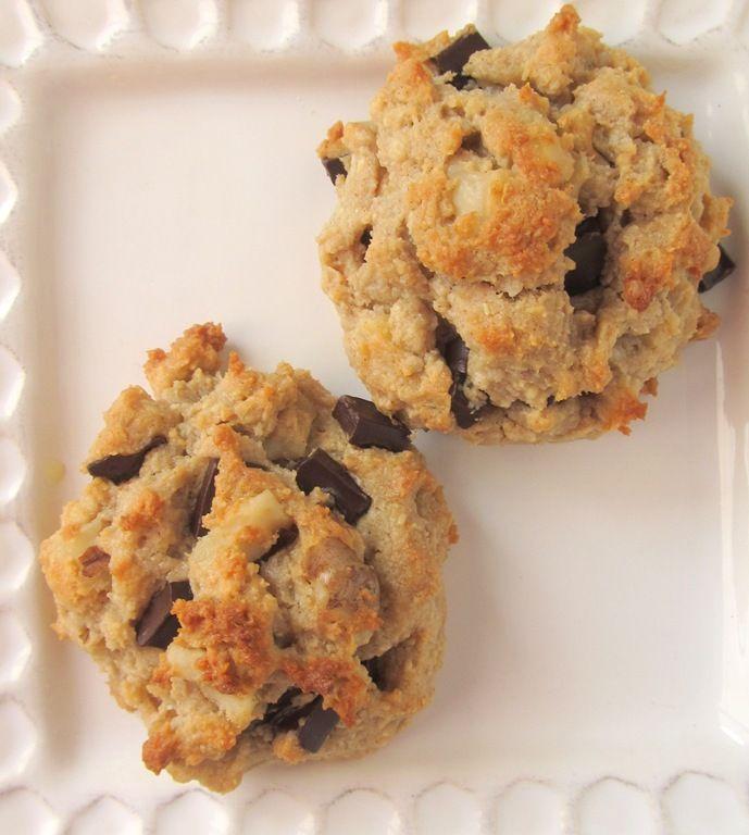 Cashew Quinoa Flake Chocolate Chip Cookies--now I gotta find these quinoa flakes!