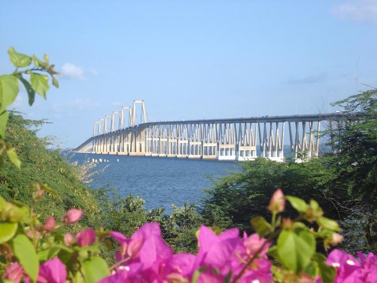 Una bella vista del imponente Puente sobre el Lago de Maracaibo