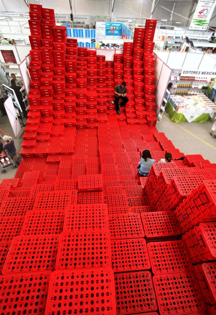 The Architectural Possibilities of Plastic Crates and Pallets - Improvised Life