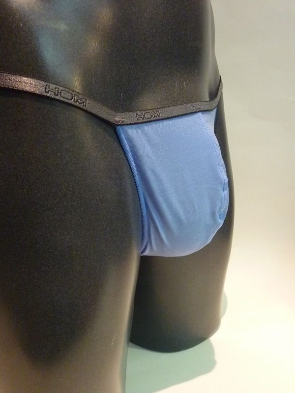 #Tanga hombre string #Hom Azul - Tanga caracterizado por estilos atrevidos y elegantes, lo que permite realzar las partes del cuerpo masculino con elegancia - Ref: 01783 B5 LBLUE.  #ropaInterior #modaHombre #RopaInteriorMasculina http://www.varelaintimo.com/categoria/62/tanga