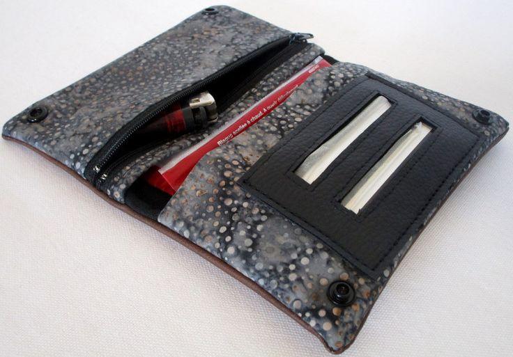 Blague à tabac en simili effet cuir ébène et tissu gris moucheté : Etuis, mini sacs par au-fil-de-syl
