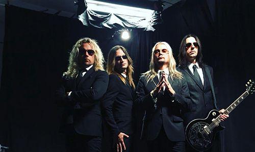 http://www.rockkocken.se/2018/01/21/nytt-album-med-the-poodles/