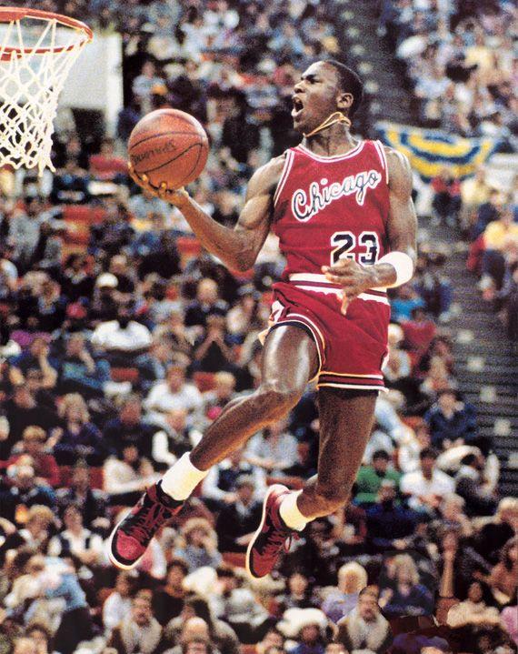 Flash Back - Air Jordan 1 Black/Red on the court
