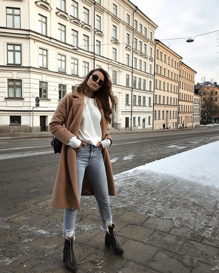 winter outfit | style | fashion | edgy | chic | long beige coat | white knitted sweater | knitwear | black ankle boots