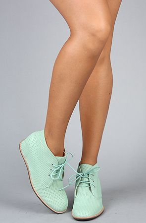 Mint shoes........2 die 4