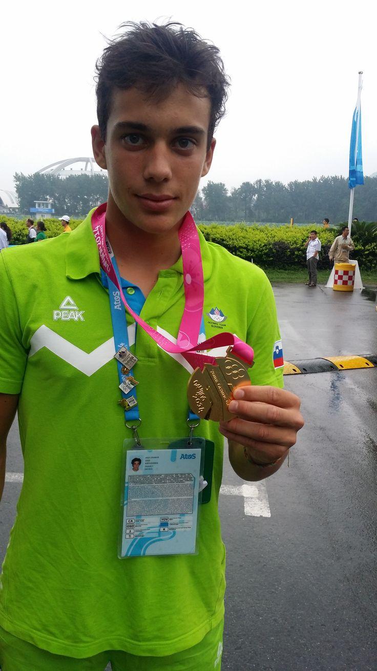 Anže Urankar je priveslal zlato kolajno v K-1 slalomu in postal mladinski olimpijski prvak v Nandžingu.