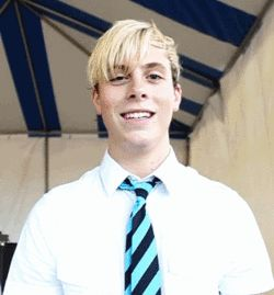 Too cute! Gif of Riker Lynch.