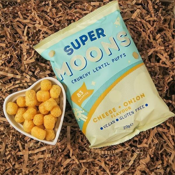 😍😍😍 Super Moons are another brand new product we couldn't wait to share with you lovely bunch, they make out of this world lentil puffs, and are actually made by the fabulous folk at Hectares Sweet Potato Crisps! @super_moons are totally more-ish and at only 83 calories per pack they're perfect for adults, children and astronauts. Packed with crunch and flavour, we are so excited Super Moons have created tasty vegan cheese and onion flavour puffs made with simple, natural ingredients…