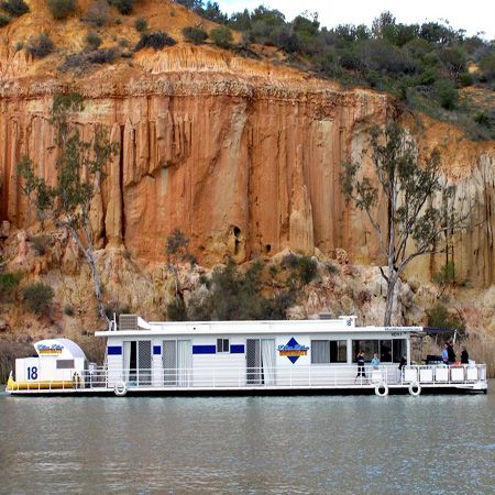 Cruise upstream from Renmark into National Parks and experience the natural beauty of the cliffs as the suns movements change the depth of colours