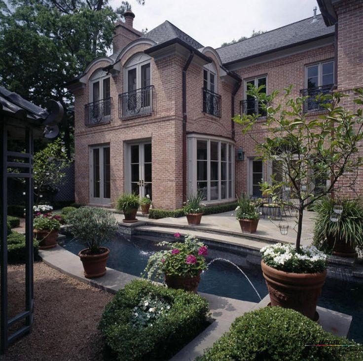 Красивые кирпичные дома: стильный дизайн загородных и частных особняков
