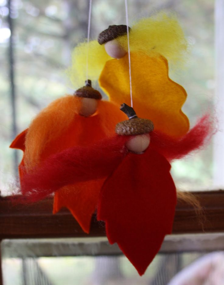 wool felt in Autumn colours (red, orange, yellow, brown) wool roving (in matching colours) pipe cleaners small wooden beads, (mine are 3/4 inch) glue gun acorn cap, (optional) thread for hanging