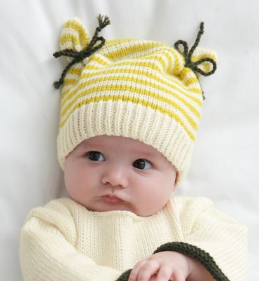 Modèle bonnet bicolore Layette/ Way too cute knitted hat for a baby.❤️