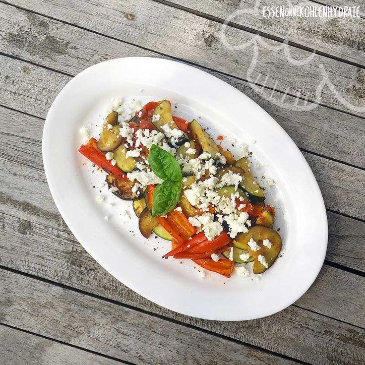 Low Carb Rezept für leckeres, gemischtes Grillgemüse mit Fetakäse. Wenig Kohlenhydrate und einfach zum Nachkochen. Super für Diät/zum Abnehmen.