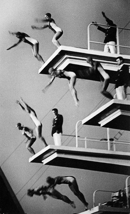 #blackandwhite #photography #jump #vintage #people #bodies #swimmers #swim #sports #makemepattern http://makemepattern.tumblr.com