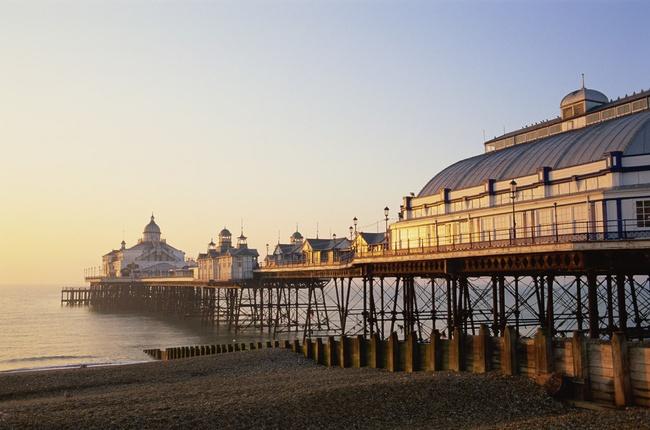 Playa de Eastbourne Pier, Sussex, Inglaterra