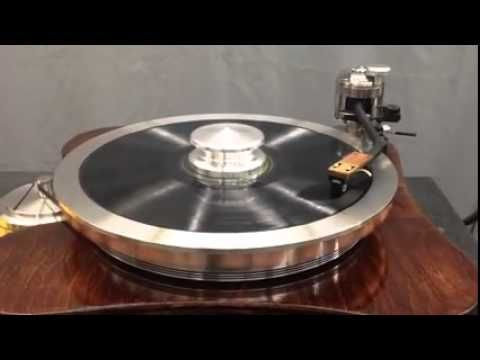 The New ELITE 3.9 LB Outer Record Clamp Playing on the NEW Avro Supreme