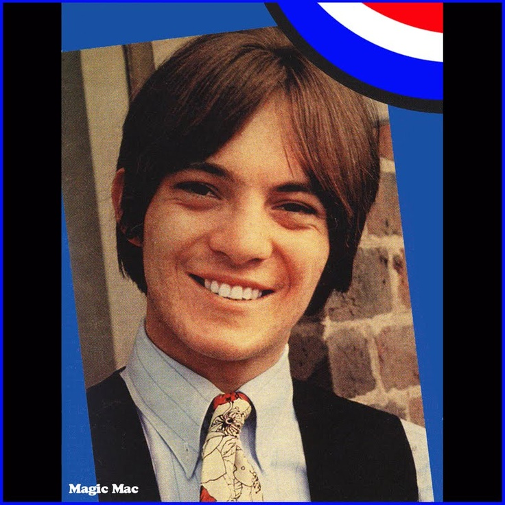 Small Faces - Its very rare to see Steve Marriott wearing a tie.