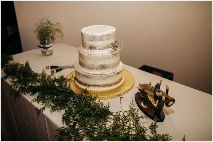 Garland Table Runner, Naked Wedding Cake, Frostless Wedding Cake, Trendy Wedding Cake, Simple Wedding cake, Colorado Wedding Photographer