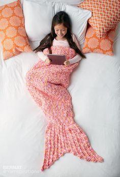 """Tutoriel DIY au crochet pour une couverture """"queue de sirène"""" : idéal pour rester au chaud à la maison avec classe et fantaisie ! Cliquez sur le lien pour le tuto"""
