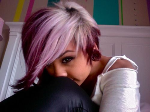 This is really cute. I wouldn't do the purple/pink color she has (I couldn't pull it off), but white with a deep chocolate brown? Plus I think I'm in love with the cut.