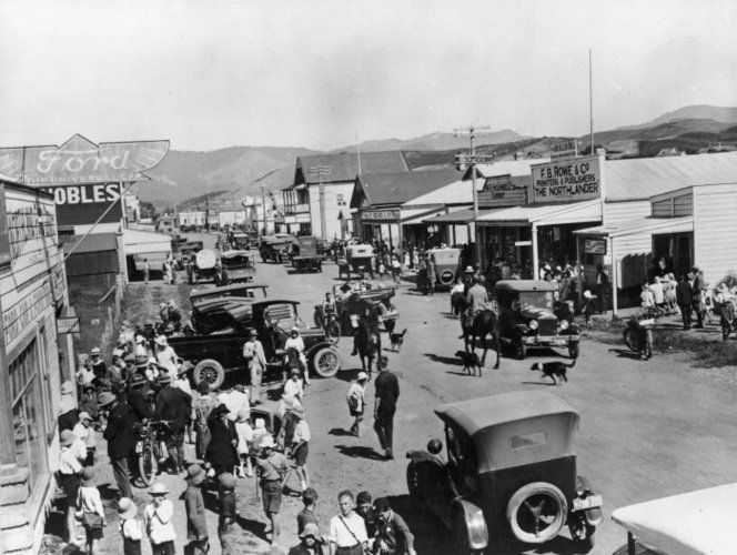People and vehicles on Commerce Street, Kaitaia