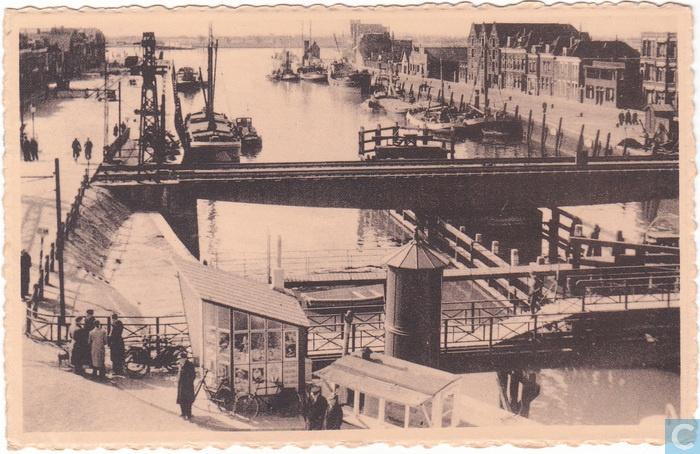 Kippenbrug en spoorbrug  668e9030-846f-012d-1341-0050569428b1.jpg (700×454)