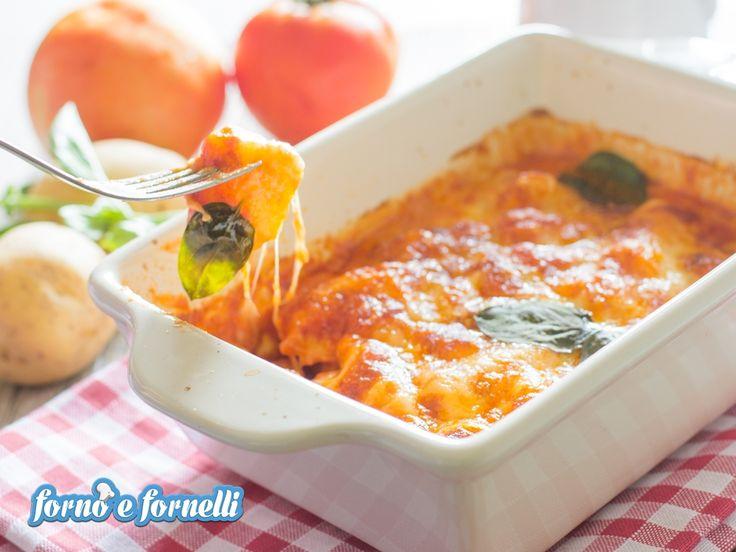 Gli gnocchi alla sorrentina sono un piatto semplicissimo da preparare: leggete la ricetta per scoprire come prepararli e deliziare la vostra famiglia!