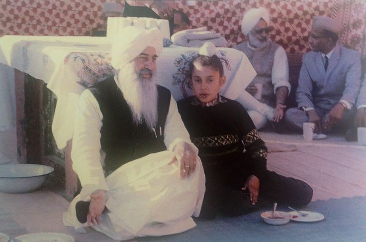Charan Singh Grewal with his nephew  Gurinder Singh Dhillon as a young boy. His brother Shoti talking with Krishan Babani behind them.