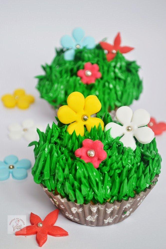 CAIETUL CU RETETE: Cupcakes de primavara