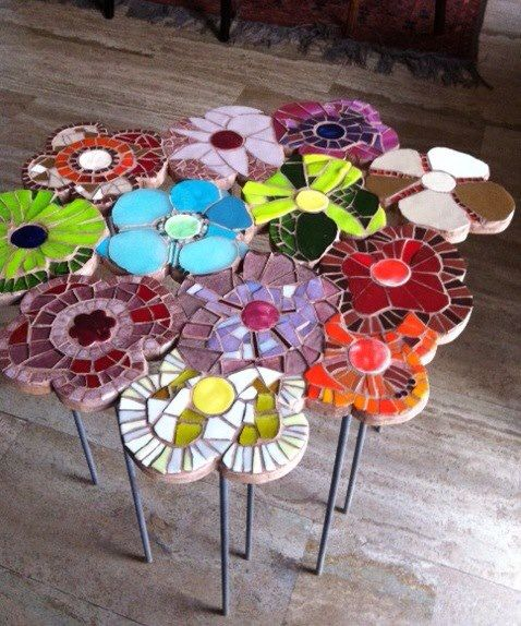 mosaic flowers- I'd love to make some of these for our garden!